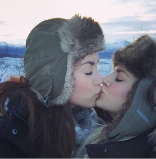rose snow kisses